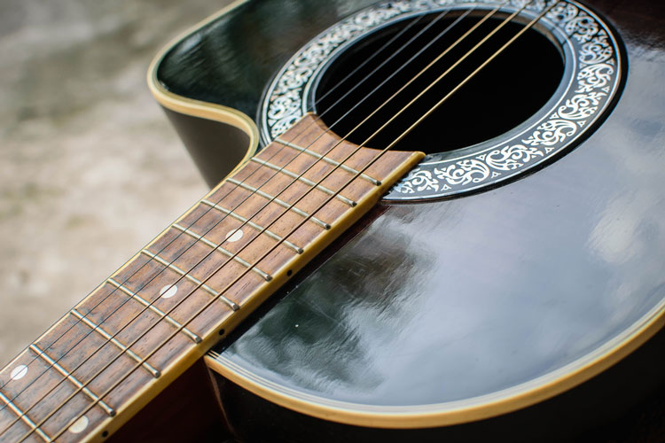Vintage guitars attract players in the new music marketplace